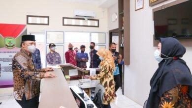 Endang Kunjungi Kantor Lurah dan Puskesmas Untuk Semangati Jajarannya